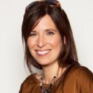 Myriam Claveau  <small>- Conseillère en communication, Responsable des médias sociaux</small>